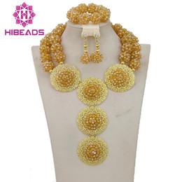 2017 Luxury Dubai Set di gioielli in oro Africano Perle da sposa Set di gioielli in cristallo per le donne Spedizione gratuita WB007 da costume di abbigliamento hanfu fornitori