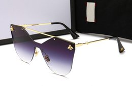 Gafas de sol de alta calidad nuevas mujeres en forma de mariposa gafas de sol de comercio exterior de la manera de las mujeres que conducen gafas de conducción 2258 envío gratis desde fabricantes