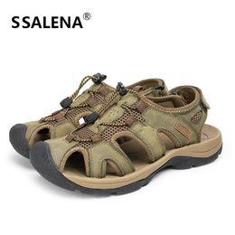 Geschlossene zehenleder sandalen männer online-2018 Gladiator Sandalen Männer Weichem Leder Atmungs Slip On Sandalen Männlichen Sommer Im Freien Anti-slip Closed Toe Schuhe B2878
