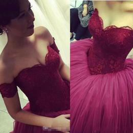 2019 vestidos de vestidos de quinceañera Fora Do Ombro Do Laço Top vestido de Baile Princesa 16 Doce Meninas New Vermelho Escuro Quinceanera Vestidos de Festa de Formatura Especial Ocasião Vestidos Baratos vestidos de vestidos de quinceañera barato