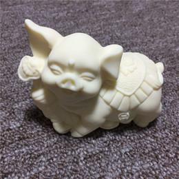Marfil tallado de dibujos animados 12 adornos del zodiaco Cerdo 6 * 9 * 4 cm Coche de escritorio artesanía caja de regalo desde fabricantes