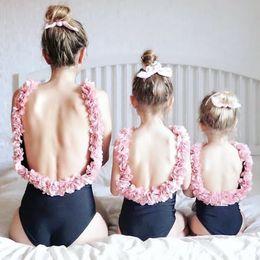 traje de baño rosa una pieza Rebajas INS niñas flores sin espalda traje de baño mamá y yo una pieza de natación moda niños estéreo pétalo liga playa vacaciones trajes de baño Y7112