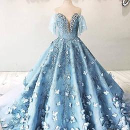 Baby himmel blau brautkleider online-2018 Faszinierende Schmetterling Spitze Brautkleider mit Halbarm weg Schulter-Baby-Himmelblau 3D Blumen Kathedrale Zug Prinzessin Brautkleid
