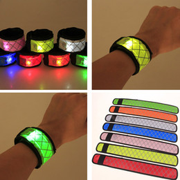 2019 le luci stellate gialle stellate Led Wristband Sport Slap Wrist Strap Bands Light Flash Bracciale Glowng Armband Strap Per Party Concert Armband In XMAS Halloween HH7-1268