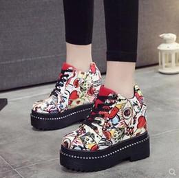 2018 High Top Girls Nuove scarpe casual donna 11cm tacchi pompe Moda Lace  Up altezza crescente scarpe femminile piattaforma scarpe nascoste 9e7c4571a01