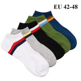 02509d4f3bddc 5 paires   lot Chaussettes courtes de cheville en coton pour homme EU 42 43  44 45 46 47 48 Plus grandes chaussettes de grande taille Vêtements de  loisirs ...
