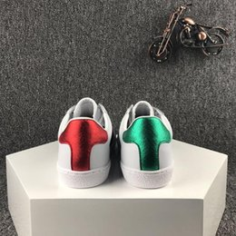 Wholesale helping animals - New Designer Luxury white Leather Tiger Bees Love Heart Stars Embroidered Flat low help shoes lovers sneakers for Mens Womens 35-43