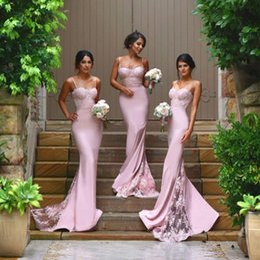 Trem vestido bodycon on-line-2018 barato blush rosa de cetim sereia da dama de honra vestidos de cintas de espaguete saia de trem de renda apliques bodycon vestidos de noite do baile de finalistas feitos
