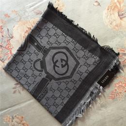 bufanda de pashmina Rebajas Top diseñador de lujo para mujer con capa triangular 140 * 140 cm marca de lujo bufanda de algodón teñida con hilo jacquard capa de moda