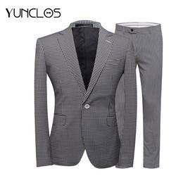 2019 casual blazers negro blanco para hombres YUNCLOS 2018 Traje de hombre  2 piezas con un 2ede66b7a5d