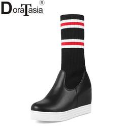 2019 große elastische schuhe DoraTasia große Größe 33-43 neue Höhe zunehmende High Heels Mädchen Mitte Wadenstiefel Elastische gemischte Farben Plattform Frauen Schuhe Frau günstig große elastische schuhe