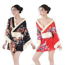 Сексуальгые девушки в кимоно