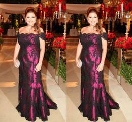 Vestidos negros para bodas invitados online-2018 Madre de encaje negro de los vestidos de novia fuera del hombro Una línea de vestidos de noche largos Vestidos de fiesta para mamá Bodas Vestidos de invitados