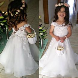 2019 off branco vestidos de meninas White Princess Flower Girl Dresses para Casamentos 2018 A Linha Lace Appliqued Off Shoulder Girls Formal Primeira Comunhão Vestido Vestido de Aniversário off branco vestidos de meninas barato