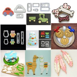поезд авто Скидка Creative 1Pc 3D Silicone Mold Auto Tractor Train Alpaca Bones Feather Gold Cake Cup Cakes Mould Bakeware Cake Tools Birthday