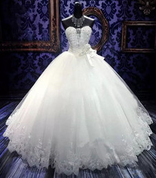 barato bling vestidos de noiva Desconto 2019 Bling Bordados Vestidos De Baile Vestidos De Noiva Baratos Querida Frisada De Cristal Branco Marfim Rendas Tulle País Vestido De Noiva Lace Up Para Trás