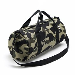 2018 Ape DUFFLE Sac De Voyage Sup Attrayant Casual Hommes Duffle Bag Outdoor Packs Sac De Rangement Messenger Sacs Fitness Stuff Sacks Bagages Aape ? partir de fabricateur
