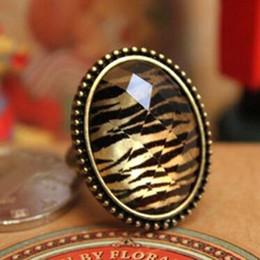 Gros-JZ144 afflux de femmes coréennes de personnes léopard imitation pierres précieuses rétro fleur anneau creux ovale ? partir de fabricateur