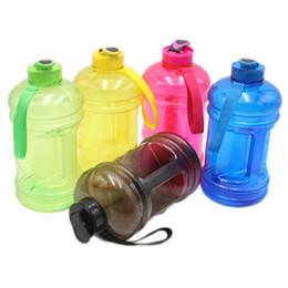 Обучение водным бутылкам онлайн-Большая емкость бутылки с водой 2.2 л портативный Спорт на открытом воздухе тренажерный зал обучение кемпинг работает пластиковая бутылка воды 5 цвет HH7-1378