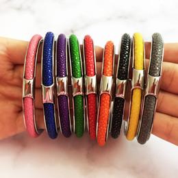 Bracelete em forma de c on-line-Beichong Luxo Black Stingray Pulseira De Couro Pulseira C Forma prata-cor de Aço Inoxidável Stingray Pulseiras De Couro para o presente
