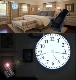 2019 большие желтые часы Современный домашний декор Большие проекционные настенные часы Цифровой светодиодный проектор Часы Красный Зеленый Синий Желтый Яркие огни с римским арабским дешево большие желтые часы