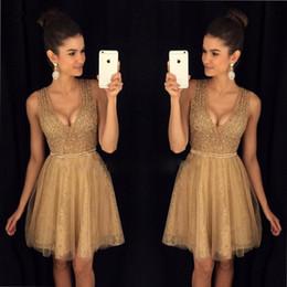 2019 vestido bling coral Vestidos de graduación de oro brillantes Vestidos de fiesta cortos con cuello en V Vestidos de fiesta cortos con blusas de lentejuelas Bling Falda de encaje superior de cristal rebajas vestido bling coral