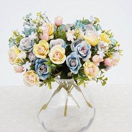 Vasi di bud online-fiori artificiali 13 teste / bouquet piccolo bocciolo di seta rose fiori di simulazione foglie verdi casa vasi autunno decora per matrimonio