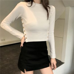 d35a02c0da40 Abbigliamento donna 2018 T-shirt a maniche lunghe con bottoni Office Lady Tees  Moda coreana tinta unita nera Short Tops O Neck Shirt Donna