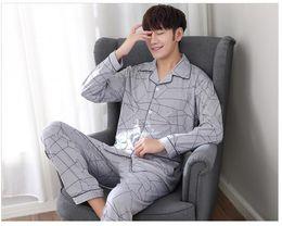 Collar de dormir online-2018 recién llegado de moda hombres paños para dormir Turn-down collar gris abrigo de impresión geométrica envío gratis para hombres