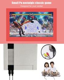 Venta caliente FC Mini TV Video Consola portátil de juegos FamiCom 620 Juegos Sistema de entretenimiento de 8 bits para Nes Classic Games Nostálgico Host Cradle desde fabricantes