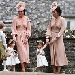 Vestito dalla sposa della madre dentellare di lunghezza del tè online-Kate Middleton Simple Chiffon Abito per la madre della sposa a maniche lunghe Lunghezza tè Vintage Wedding Guest Dress V collo Dusty Pink Abito formale