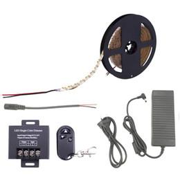 Interrupteur de gradateur de lumière blanche en Ligne-SMD2835 240L / M Dimmable Bande LED Light Strip DC 12V avec 30A Dimmer Switch Kit