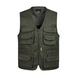 Giacca senza maniche con tasca multipla online-Gilet uomo senza maniche di scarico gilet di moda con molte tasche cappotto maschile giacca militare gilet tattico felpe