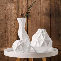 Argentina The Jarrones geométricos Florero de mesa de cerámica blanca Florero de decoración del hogar Moda Floreros modernos cheap modern decoration white vase Suministro