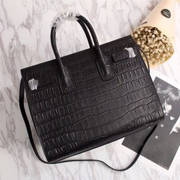 Wholesale high costs - Women Leather totes 32cm Medium size Crocodile grain real cow leather with zipper Mouth High Cost effective Leather totes
