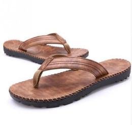 Nouveaux hommes en cuir PU portant des tongs en plein air de plage sandales de bain anti-dérapant plat chausson chaussures ? partir de fabricateur