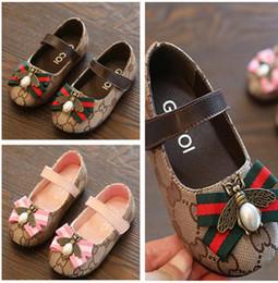 c349857fe4 Zapatos para niños Nueva primavera y autunm zapatos para niñas zapatos para niños  negro   blanco   rosa   rojo Princesa estudiantes