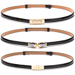 cinturones delgados de oro Rebajas Hot New black Patent Correas de correa de cuero chica ajustar Mujer Vestido de Cinturón Fino decorar Red fish gold buckle White Belts para Mujeres