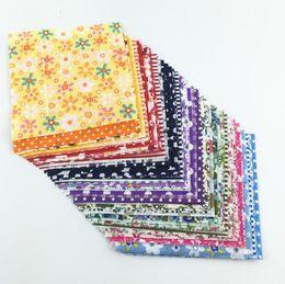 pacotes de tecido patchwork Desconto Cor de entrega aleatória de Algodão Tecido Charme Pacotes de Tecido Patchwork Quilting Texitle Não Repita Projeto Telas 30 pçs / lote 10 cm x 10 cm