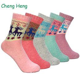 Moda Mujeres Nuevos calcetines de lana primavera invierno caliente grueso Festival de Navidad ciervos del tema Modelo dulce suave del estilo del calcetín Meias desde fabricantes