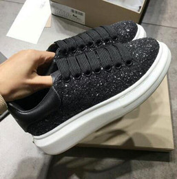 2020 pattini di cuoio genuini uomini diamante 2019 New Top in vera pelle appartamenti Designer ricamo diamante Sneakers Uomo Donna Classic Scarpe casual Tiger Bee Flower Sneakers ricamate pattini di cuoio genuini uomini diamante economici