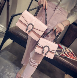 Корейская версия небольшой квадратный мешок летом новый стиль богиня пакет змея тиснением сумка цепи сумка сумки от Поставщики обувь показывает