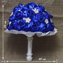 handbouquet blau Rabatt Royal Blue künstliche Blumen Hochzeit Bouquet nach Maß Perlen Brautjungfer Bouquet Braut Hand Bouquet Hochzeit Burgund Blume