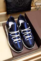 2019 nombres de calzado 2018 Nombre de la marca Run Away Patchwork Hombre Zapatos casuales Moda de buena calidad Corte bajo con cordones Race Runner Shoes Aire libre Mezclados Sneaker nombres de calzado baratos