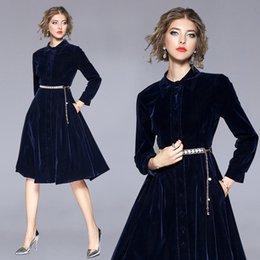 Damen marineblau jacke online-Elegantes Kleid Mantel Jacke Navy Blue Velvet Umlegekragen hohe Qualität Big Swing Kleid für Frauen Office Lady Party formale mit Schärpen