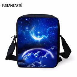 Голубые мешки звезды луны онлайн-INSTANTARTS Blue Sky / Star / Galaxy / Moon Print Мальчики Сумочки для девочек Модные женские повседневные сумки через плечо Марка Дизайнерская сумка