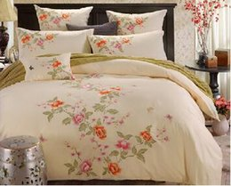 Wholesale Butterfly Comforter Queen Set - 1.5m 1.8m 2.0m bed Traditional cream light yellow 4pcs embroidery flower butterfly quilt duvet cover bed sheet bedding set B3721