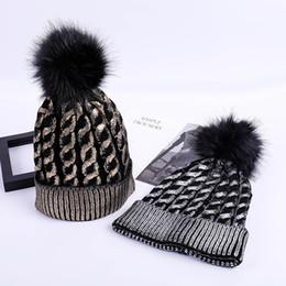 Fashion Girls Knitted Bronzing oro argento berretti da baseball cappello per  le donne Inverno Pompon fiori cappello femminile Skullies Beanie caldo a  prezzi ... f4c1519b7242