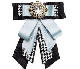 corbata de imitación Rebajas Cinta de moda Broches de lazo para las mujeres Tela Bowknot Corbata Corbata Vestido de lujo Rhinestone Broche de boda Joyería de la boda