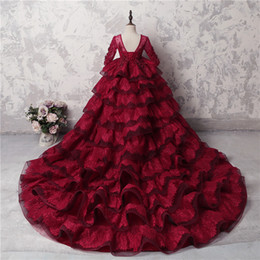 Chicas desfile vestidos flor tren online-Increíbles chicas de múltiples capas Vestidos de concurso Vestidos de manga larga de encaje rojo oscuro Apliques Granos Vestidos de niña de flores para boda Vestido de fiesta de tren largo
